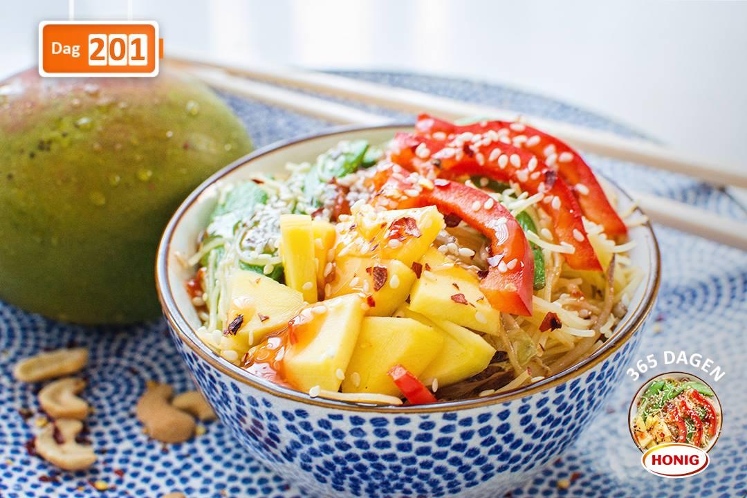 Vegetarische roerbakmie sweet chili mango